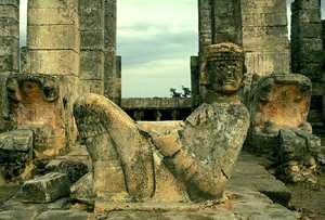 Статуя бога Чак-Мооля
